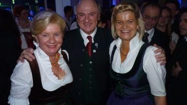 Sissi und Erwin Pröll mit Klaudia Tanner (Direktorin der Akademikergruppe)
